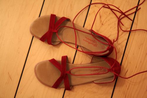 Mina röda skor från Gudrun Sjödén