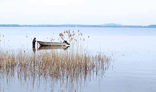 Sjösättning av båt i Ivösjön  22 april 2013