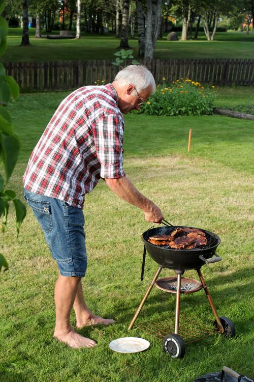 6 augusti - Janne grillar