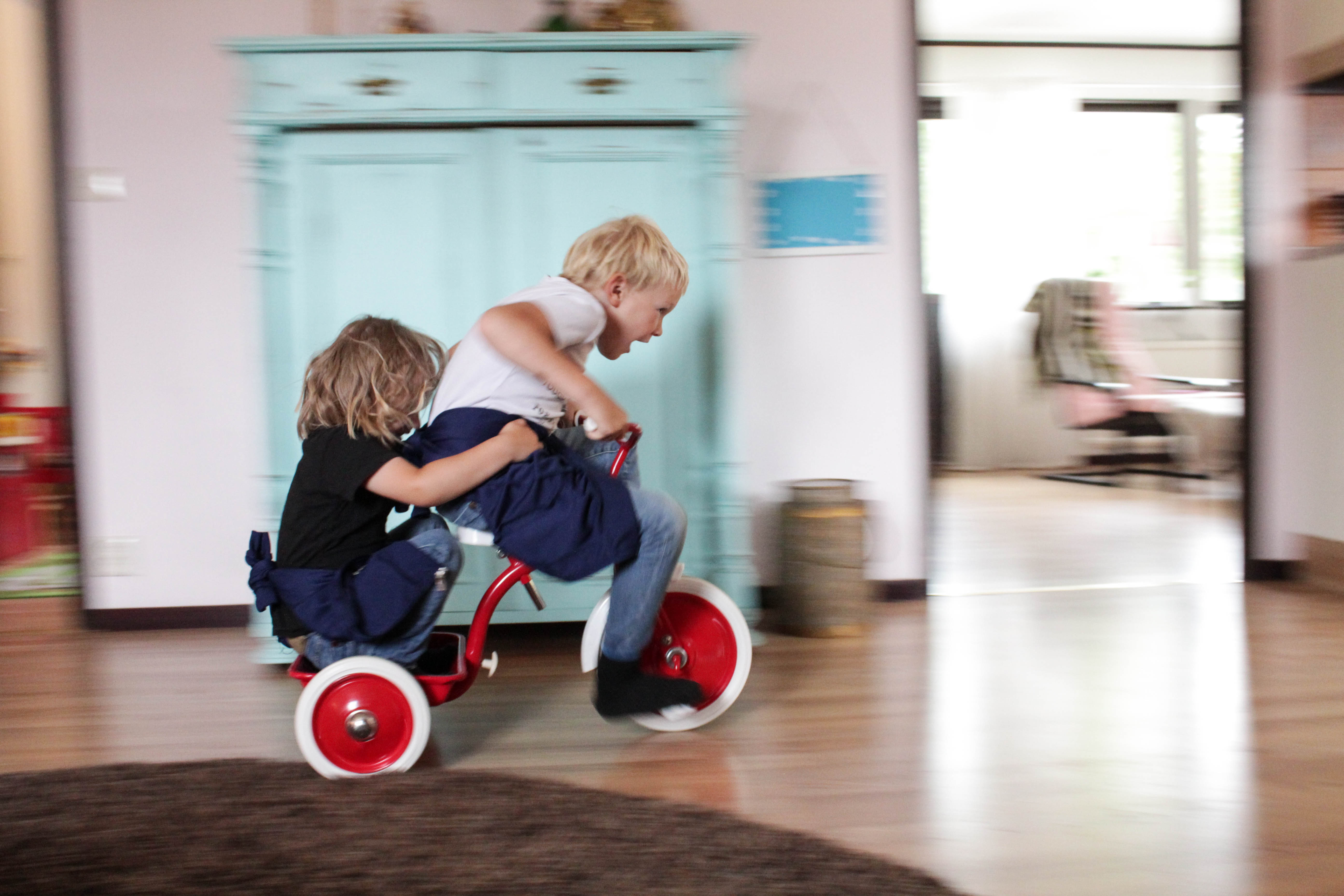 Barnen på cykel